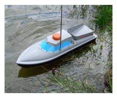 Радио-управляема лодка за захранка