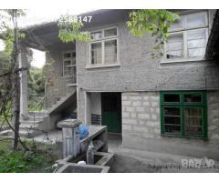 Продава се здрав семеен дом в село Садина