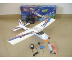модел на самолет с ДВГ с електромотор